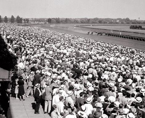 Race fans gather at Arlington Park