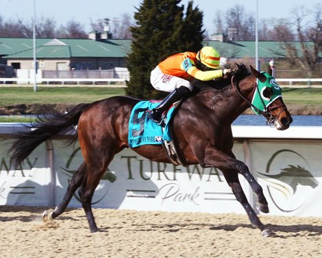 Visitant wins the 2021 Kentucky Cup Classic Stakes at Turfway Park